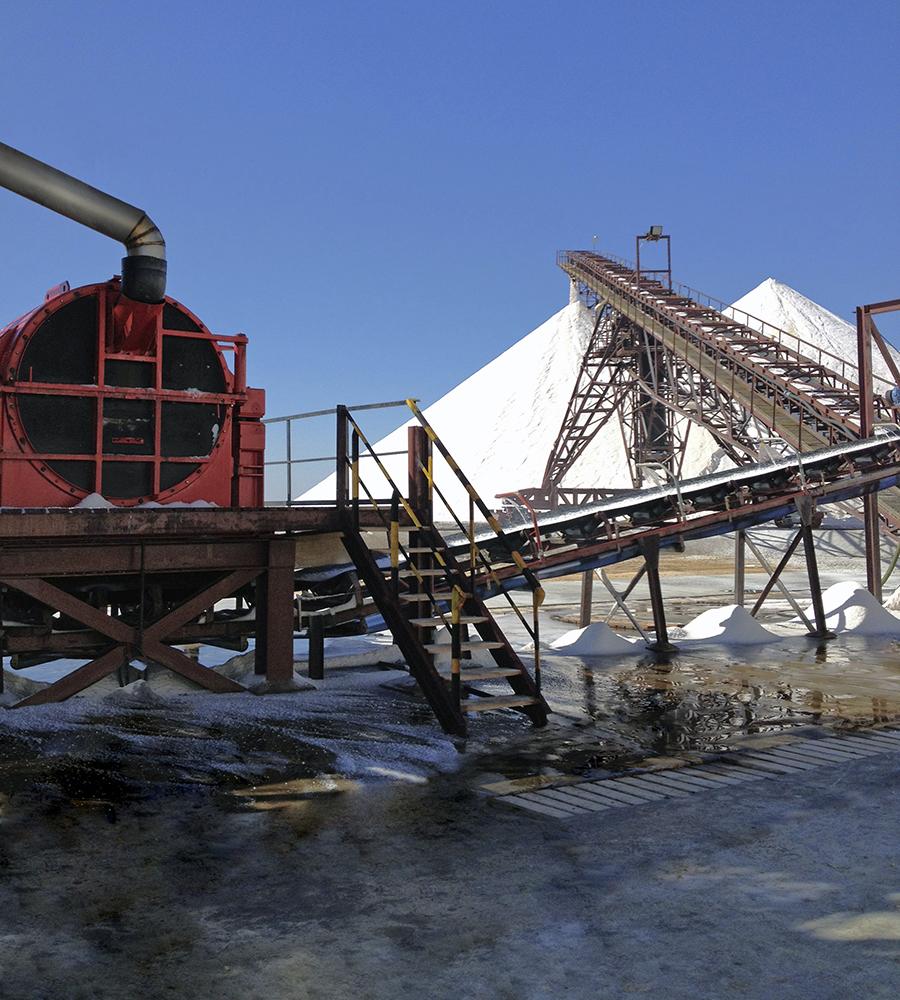 Einsatz einer Schwingzentrifuge HSG 1650 auf Djerba, die Anlage bewältigt stündlich einen Durchsatz von 500t Salz
