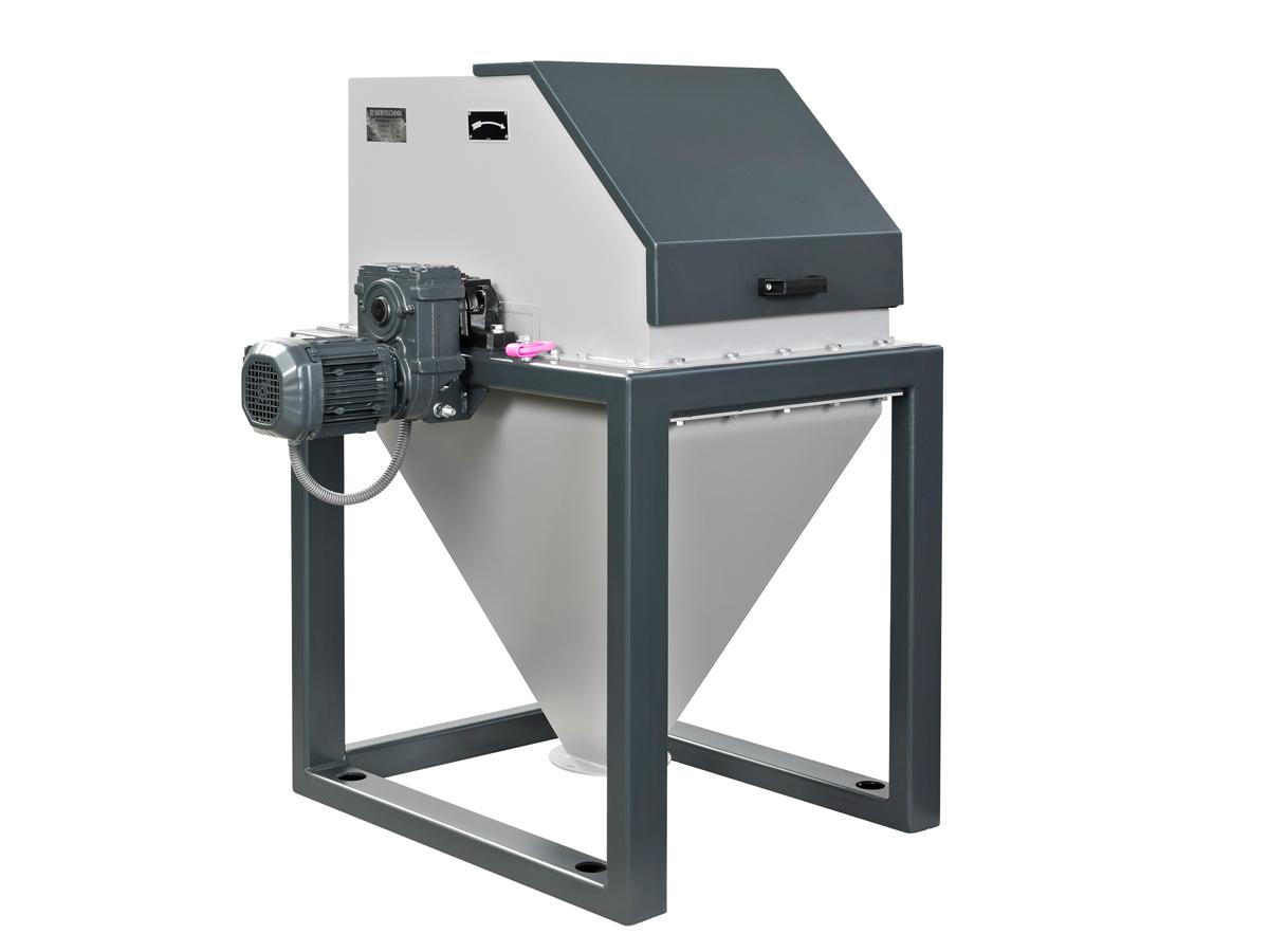 Trommelmühle TTS 50 für die Fein- und Feinstzerkleinerung, Vorderansicht mit Antriebsmotor, geschlossen