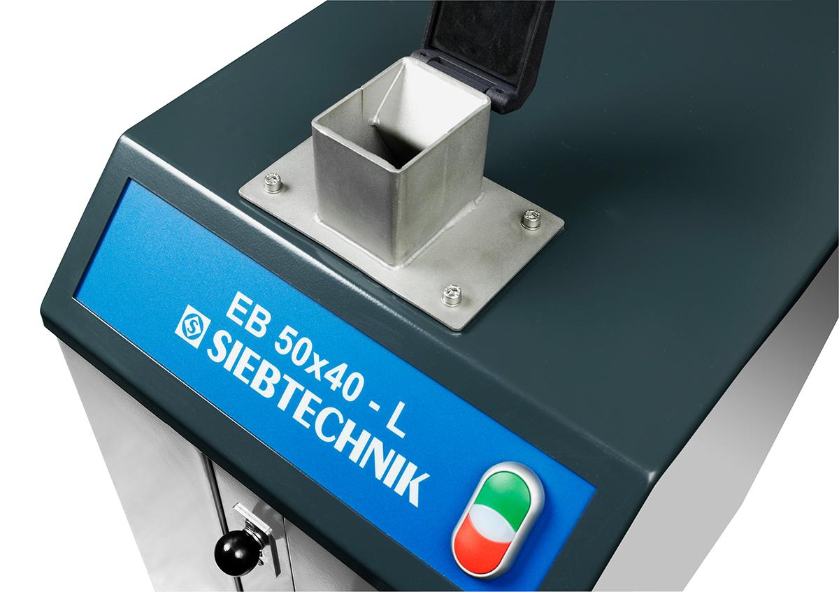 Einschwingenbrecher EB 50 x 40 - L zum Einsatz im Labor, Detailaufnahme Eingabetrichter
