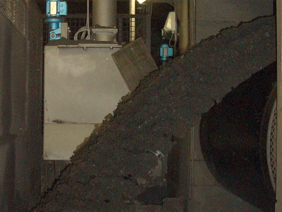 Schlitzgefäßprobenehmer bzw. Löffelprobenehmer im Materialstrom