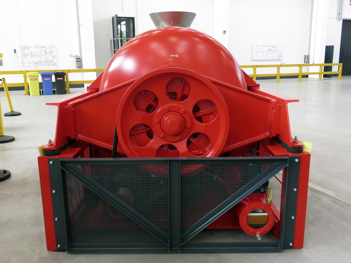 Schwingzentrifuge HSG 1100 in der Werkshalle des Zentrifugen Technologie Zentrums in Mülheim an der Ruhr - Rückansicht