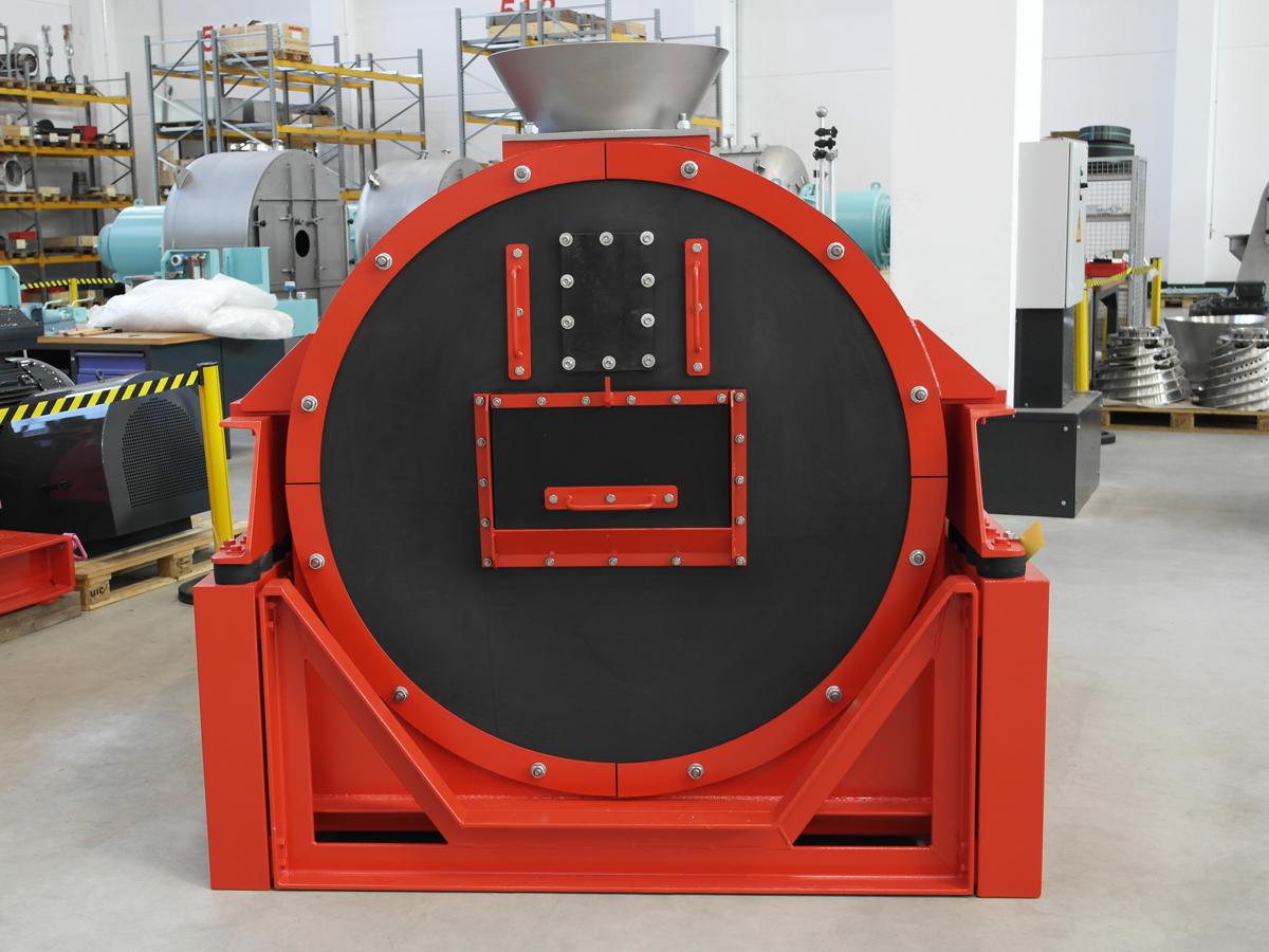 Schwingzentrifuge HSG 1100 in der Werkshalle des Zentrifugen Technologie Zentrums in Mülheim an der Ruhr - Ansicht von Vorn