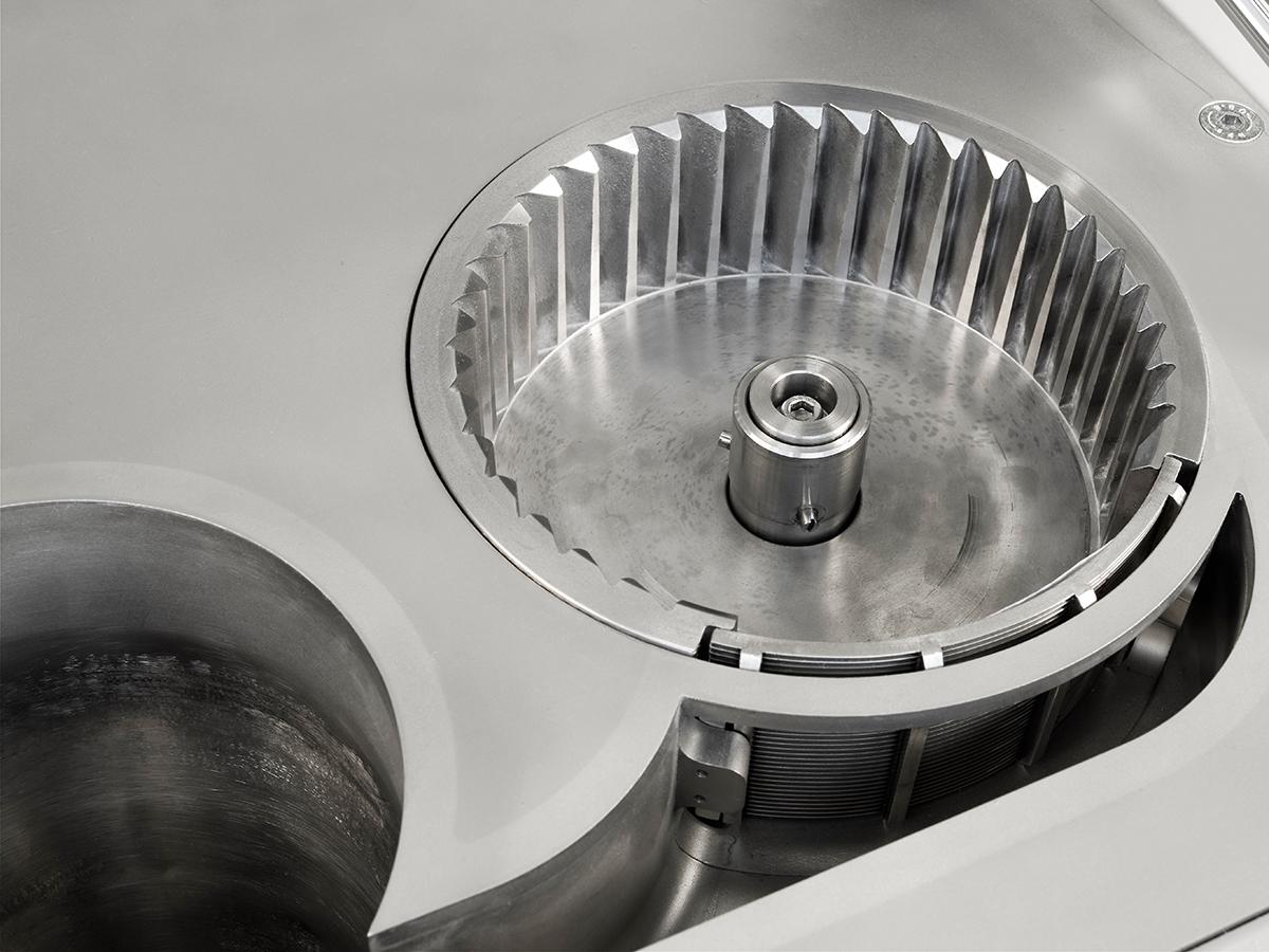 Universalmühle UM 150, die für die Feinheit maßgeblichen Spaltsiebeinsätze können leicht gewechselt werden